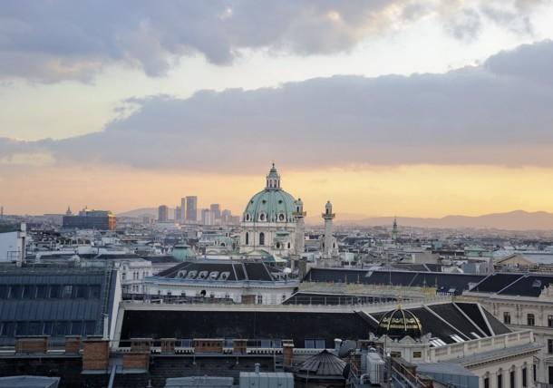 Blick auf die Karlskirch vom The Ritz Carlton, Vienna