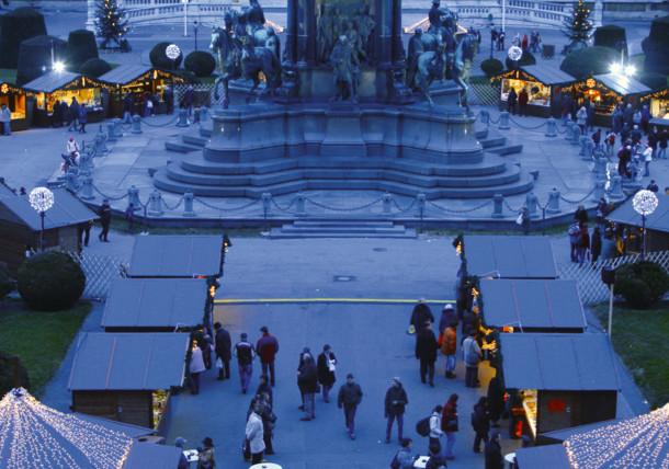 Maria-Theresien-Platz in Wien / Adventmarkt