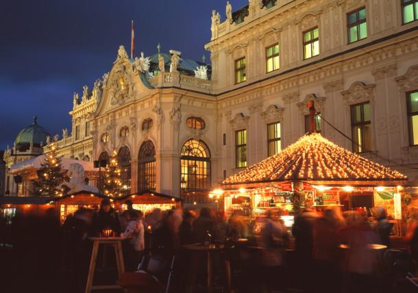 Weihnachtsmarkt vor dem Oberen Belvedere/Wien