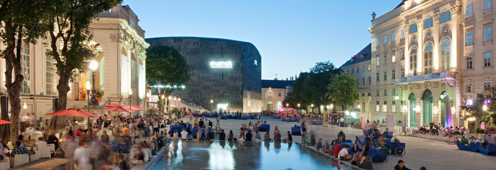 MuseumsQuartier Wien am Abend