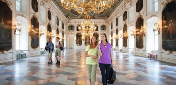 Besucher in der Hofburg in Innsbruck