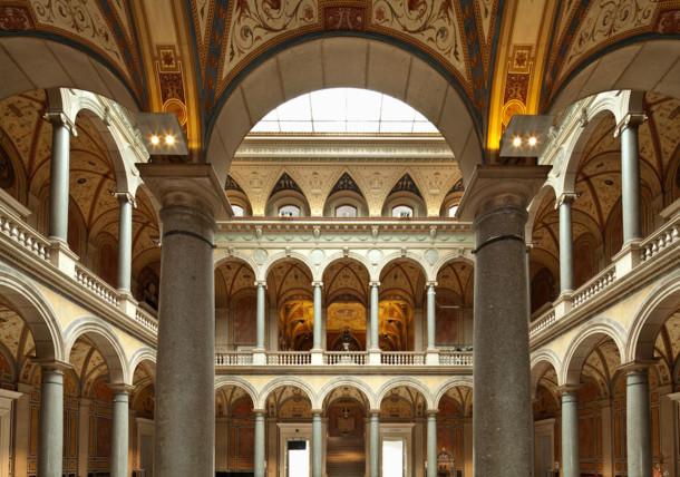 Säulenhalle im MAK