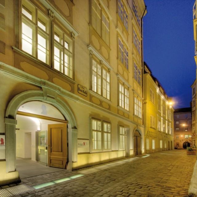 Mozarthaus bei Nacht