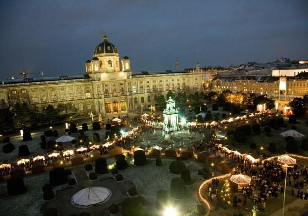 Plaza de Maria Theresia y sus puestecitos de Navidad