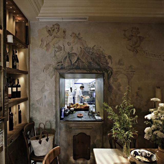 Blick in die Küche vom Gasthaus Schwan