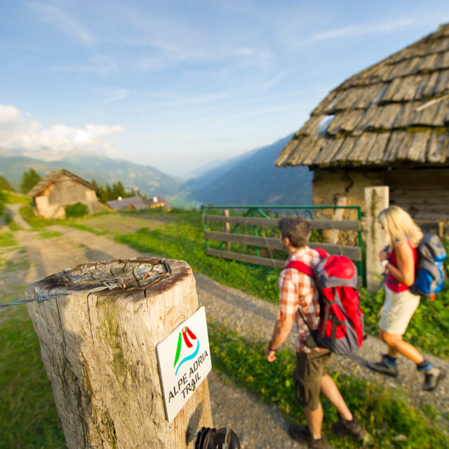 Wanderer auf dem Alpe-Adria-Trail