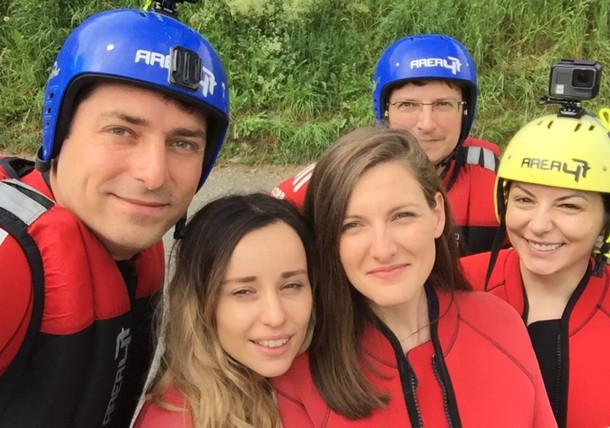 Selfie-ul dinainte de rafting, Area 47